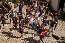 Patio con alumnos BAJA